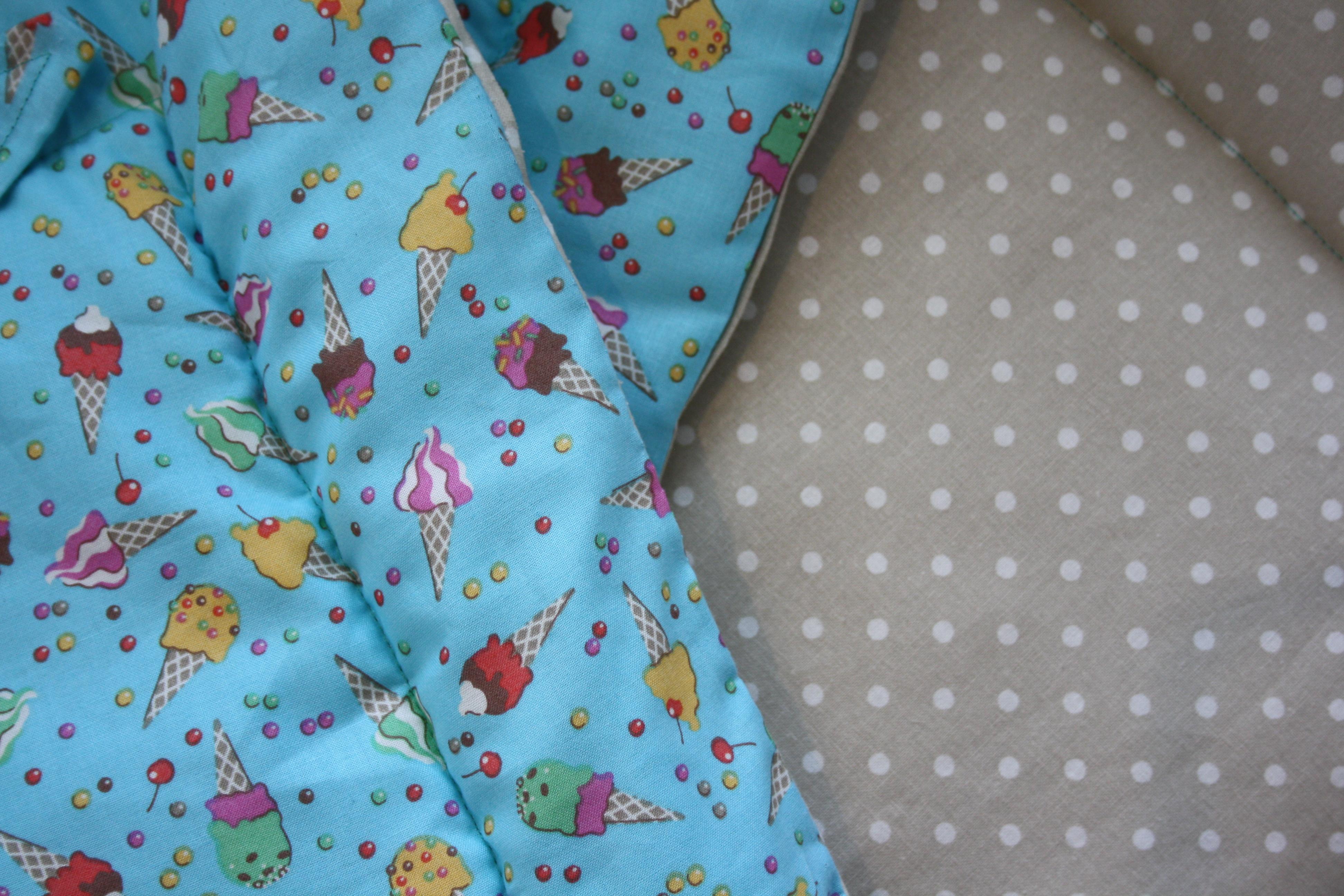Detail mojí oblíbené zmrzliny od Látky Mráz a béžový puntík od mojelatky.cz. 3434ea1c6e5